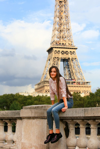 Fotolia_139946574_BeautifulgirlhavefunintheParis.jpg